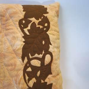 Nahaufnahme Ornament - Kissen mit Birne