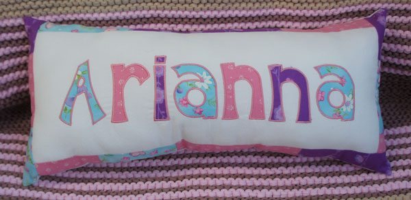 besticktes Namenskissen Arianna | embroidered name pillow Arianna
