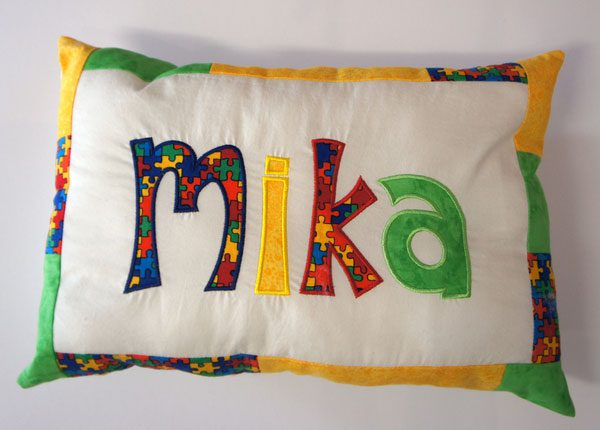 besticktes Kissen mit Name - Mika | embroidered pillow - Mika