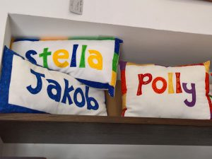 besickte Namenskissen | custom embroidered name pillows