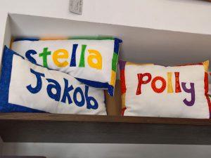 besickte Namenskissen | custom embroidered name pillows