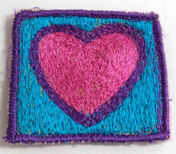freihand Sticken - Herz-Brosche