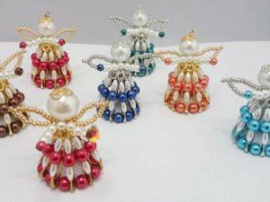 Engel aus Sicherheitsnadeln und Perlen